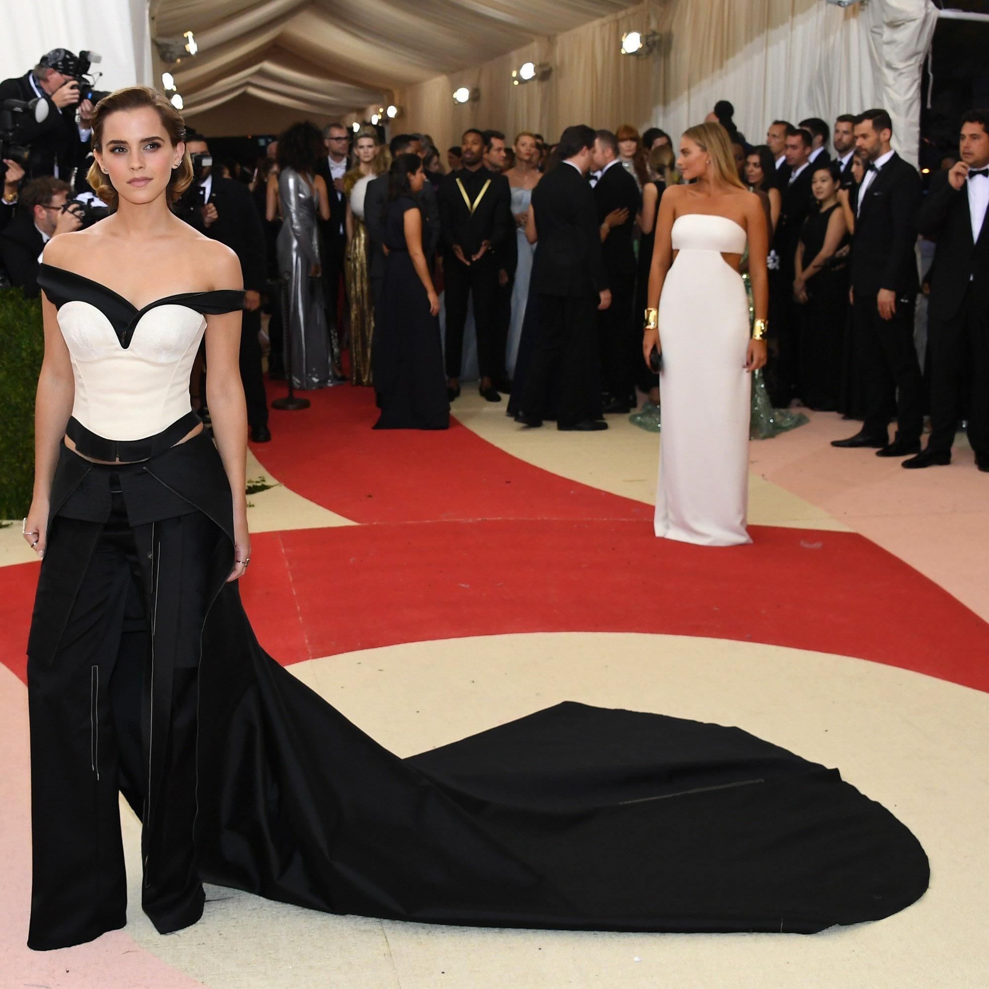 Schauspielerin Emma Watson zeigte sich auf der Met-Gala in einer ausgefallenen Kreation.