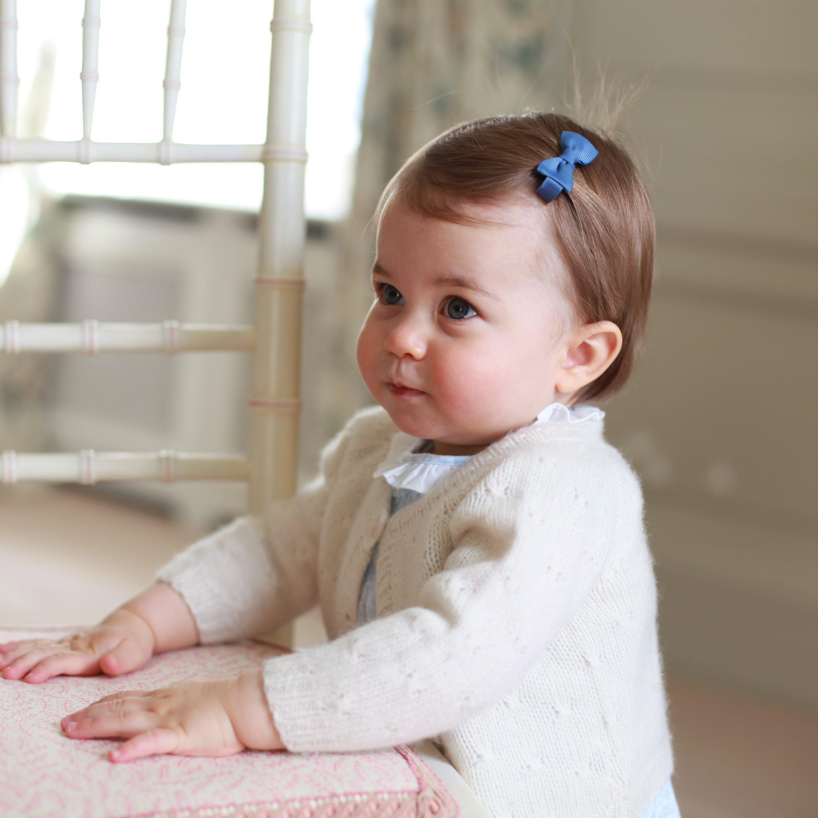 Charlottes Mutter, Herzogin Kate, nahm die Bilder selbst auf.