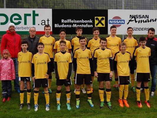 FC Nüziders: U16 neu eingekleidet von der Raiffeisenbank Bludenz-Montafon