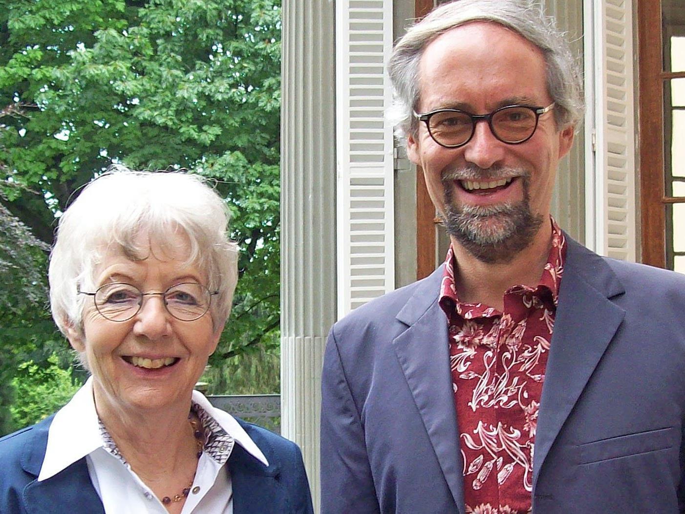 Mechthild Neufeld von Einsiedel und Gerhard M. Walch laden zur feierlichen Benefiz-Autorenlesung am Fronleichnamstag nach St. Arbogast.