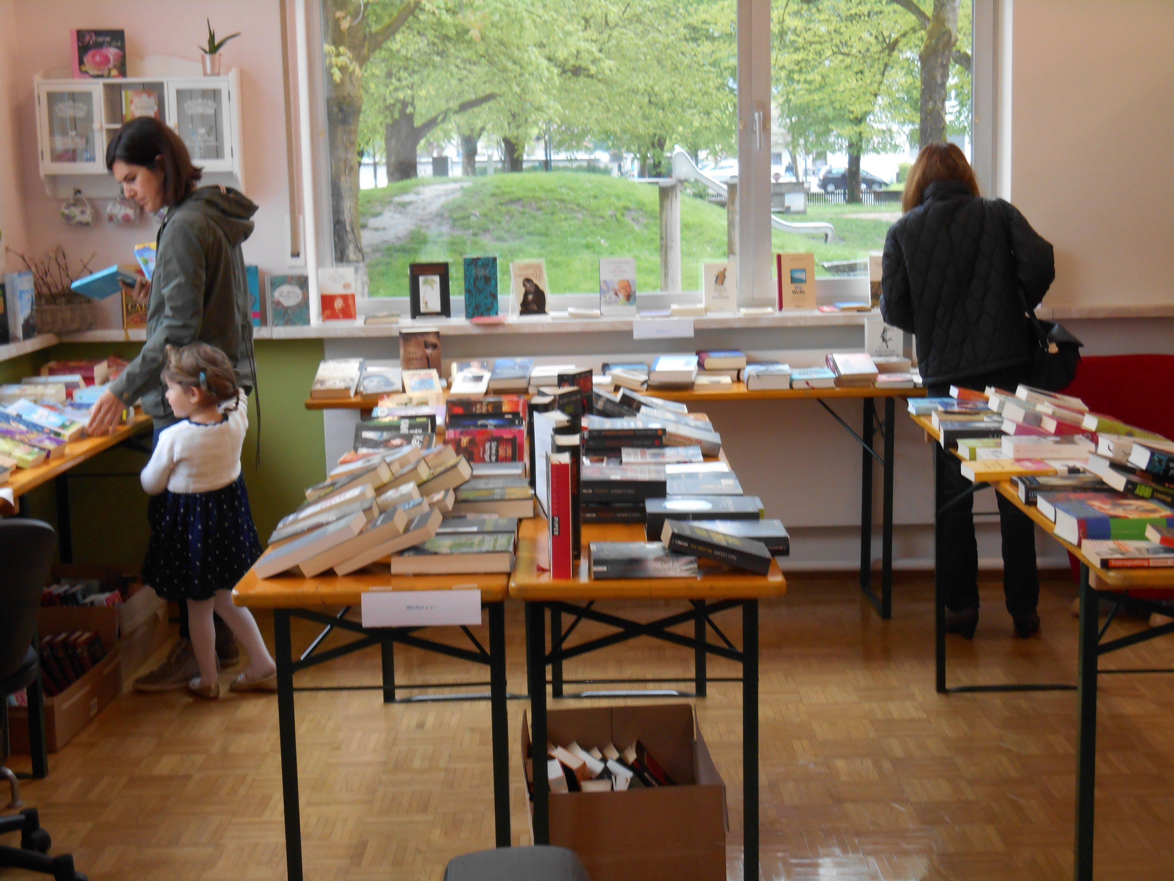Der Buchbasar lockte wieder zahlreiche Besucher in die Bücherei