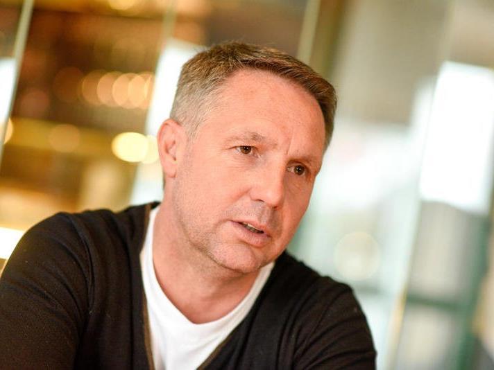 WANN & WO traf den SCR Altach-Trainer Damir Canadi im Café Steinhauser in Dornbirn zum Talk.