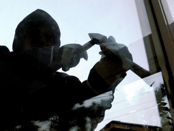 Wer Auffällige Wahrnehmungen zu Wohnungseinbrüchen macht, sollte sich sofort an die Polizei wenden.