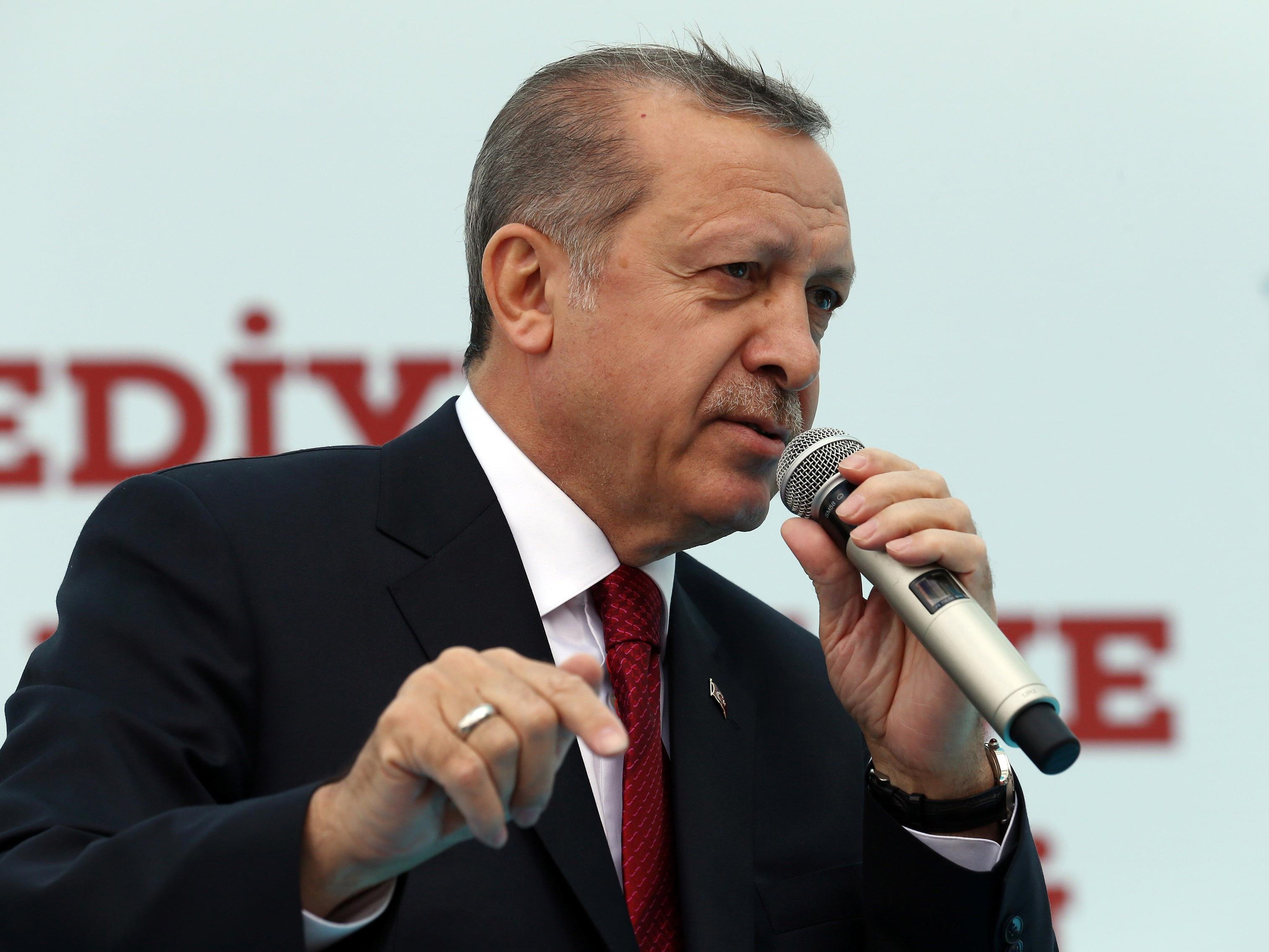 Davutoglus Rückzug schürt Sorgen vor einem weiteren Machtzuwachs für Erdogan, der die Türkei zu einem Präsidialsystem umbauen will.