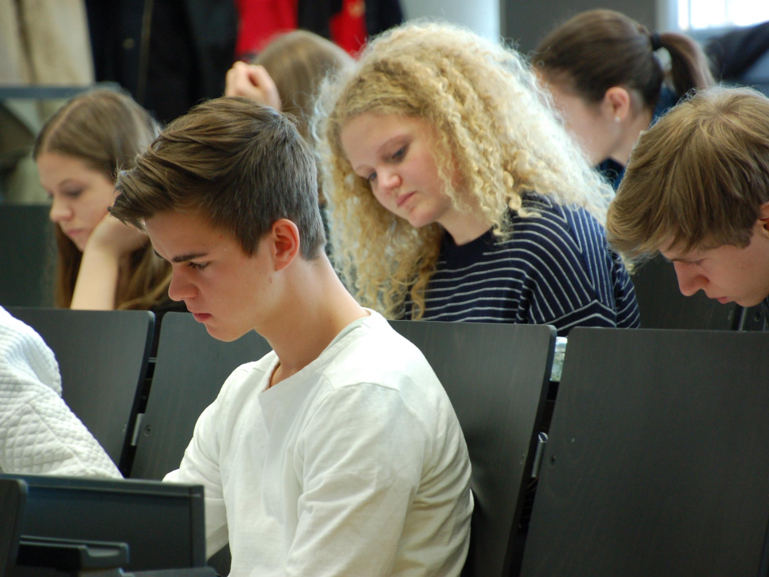 Über 130 junge Vorarlbergerinnen und Vorarlberger haben am Probetest für den Aufnahmetest zum Medizinstudium teilgenommen.