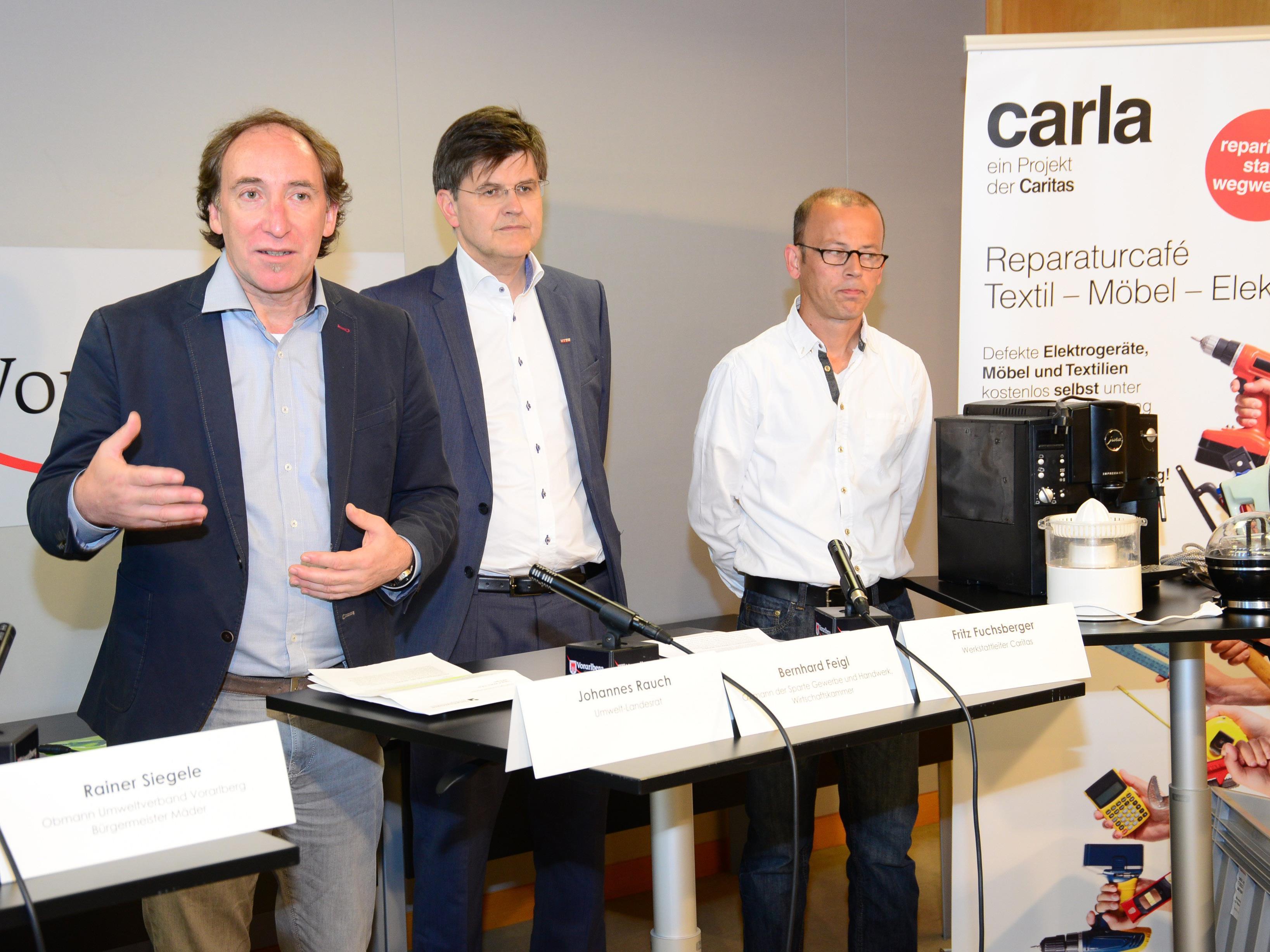 """""""Flicka statt vergraba"""" - Umweltlandesrat Johannes Rauch präsentierte die Möglichkeiten zur Wieder- und Weiterverwendung von Elektrogeräten in Vorarlberg."""