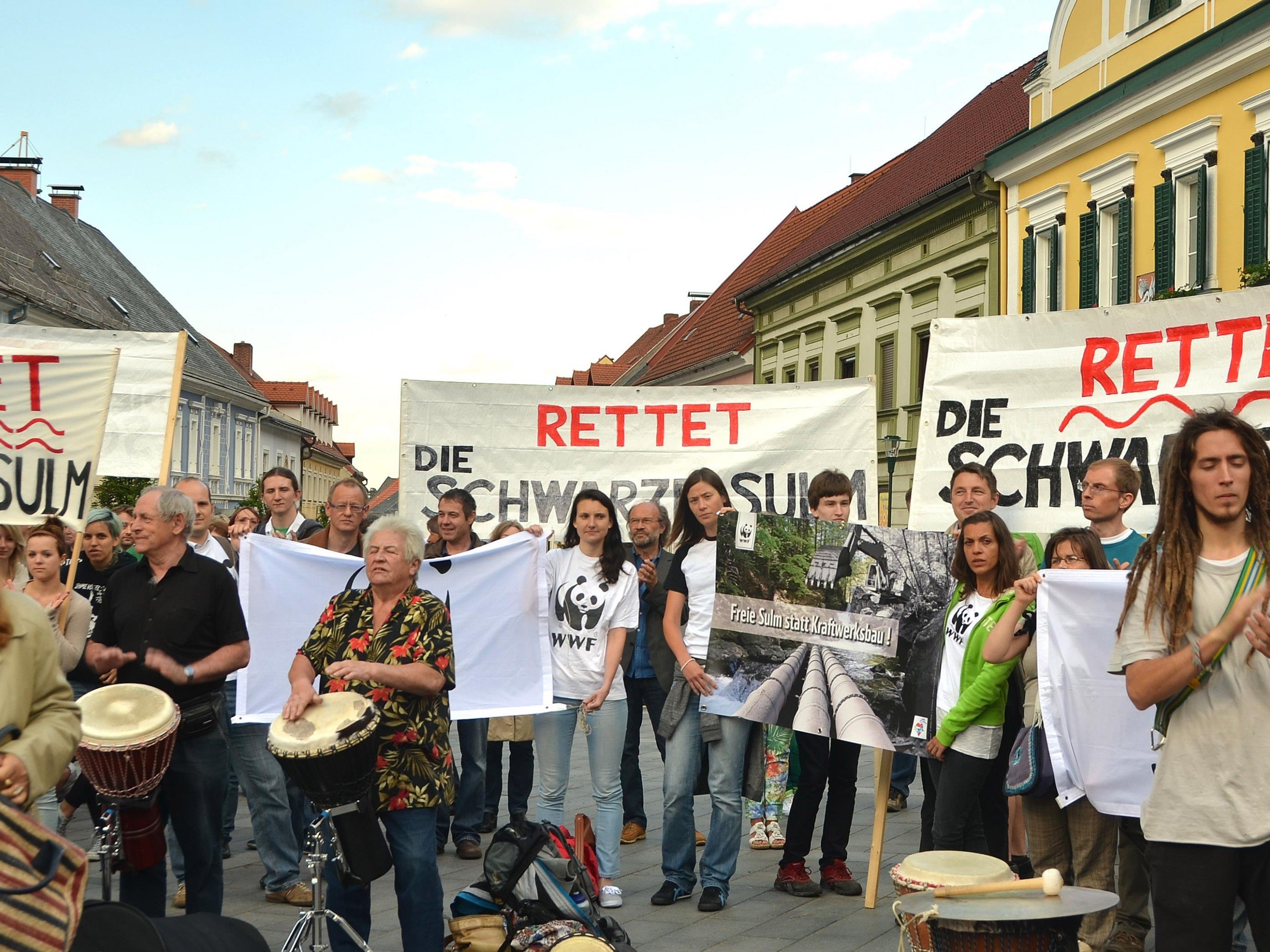 Sieg für Schwarze-Sulm-Befürworter - im Bild: Kraftwerksgegner bei einer Kundgebung gegen das Projekt.