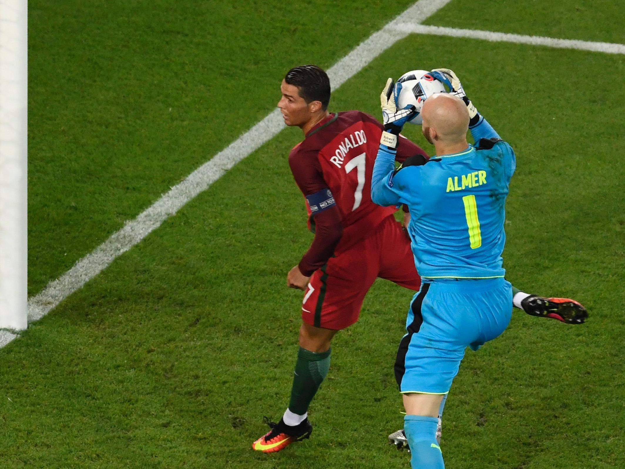 Superstar Ronaldo scheiterte am Samstag an Österreichs Keeper Almer.