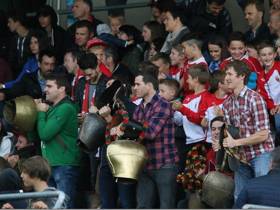 Die Egger Fans werden mit Kuhglocken die Mannschaft unterstützen