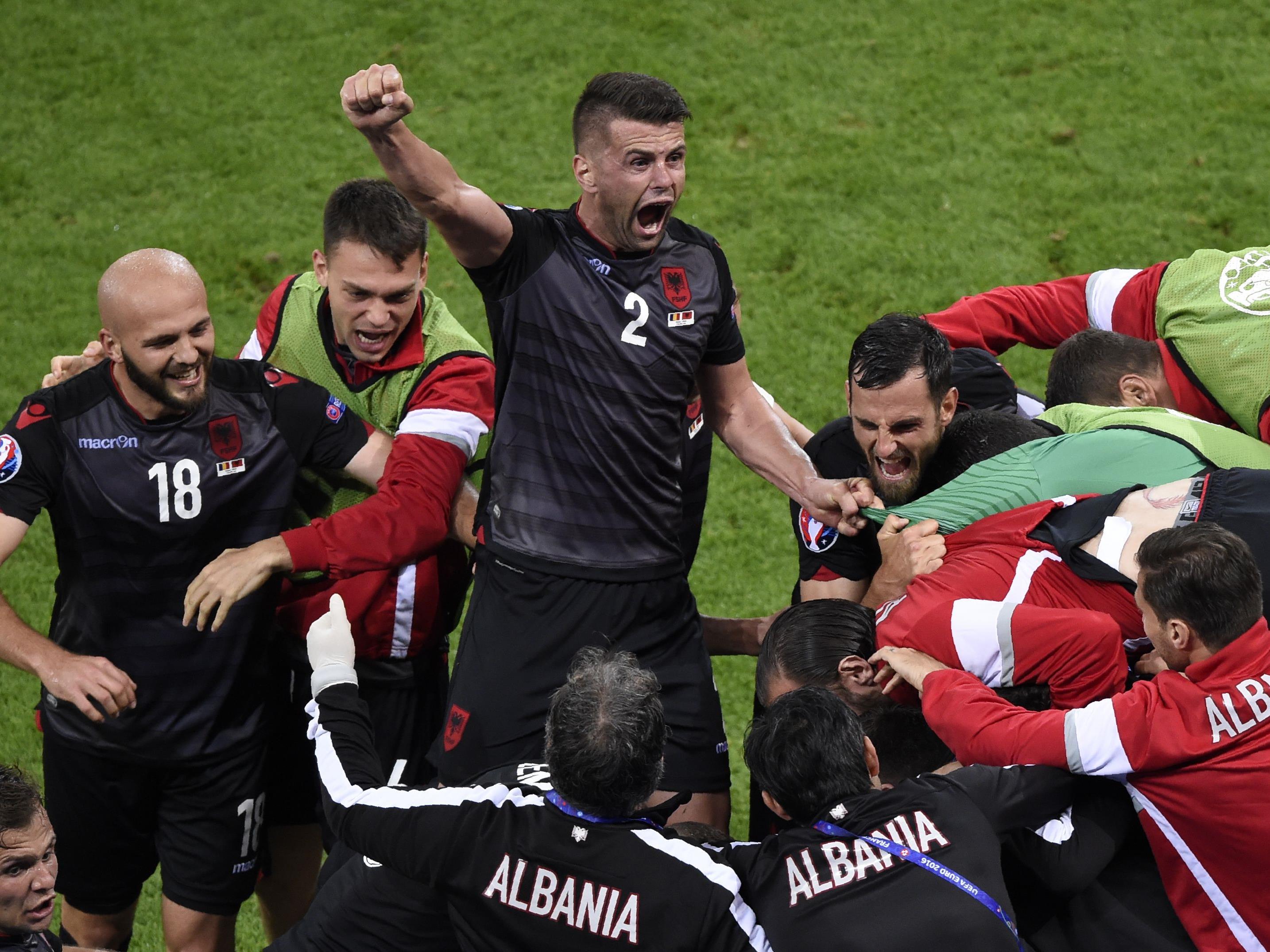 Frankreich bleibt Tabellenerster, Albanien (Bild) punktet im Entscheidungsspiel.
