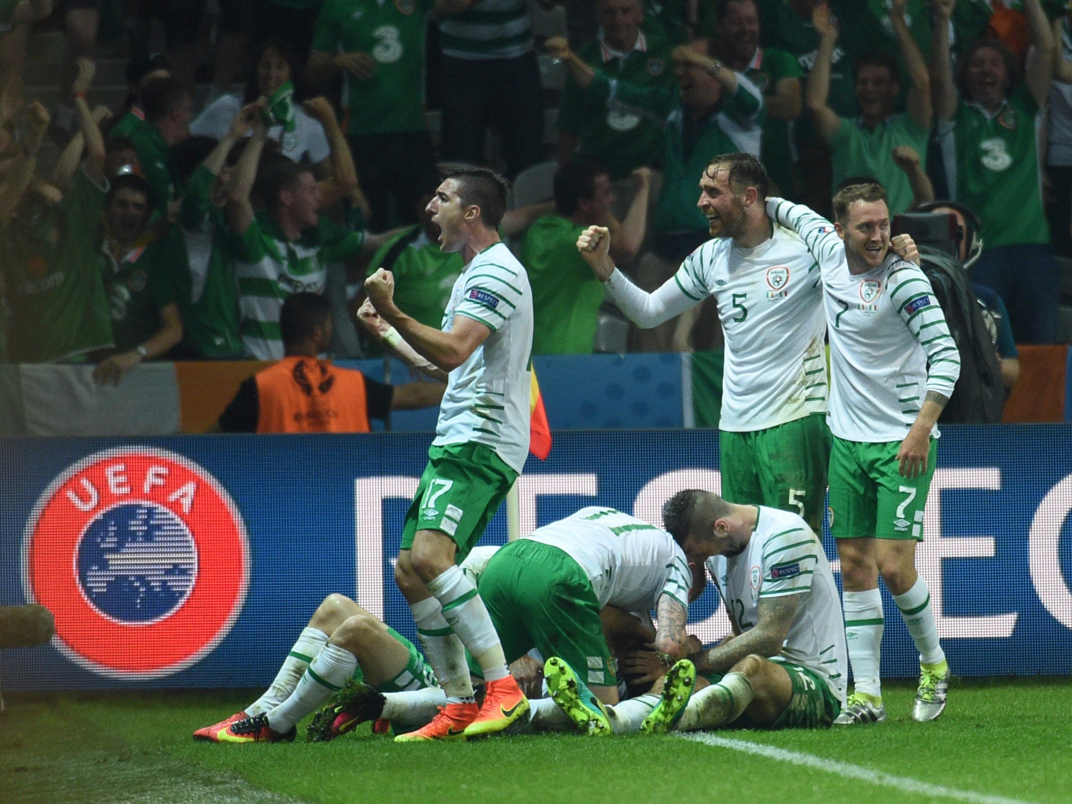 Italien, Belgien und Irland stehen im Achtelfinale.