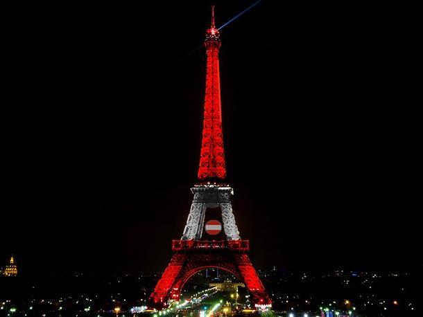 EURO-Fans können mit Smartphone und Tablet den Eiffelturm einfärben.