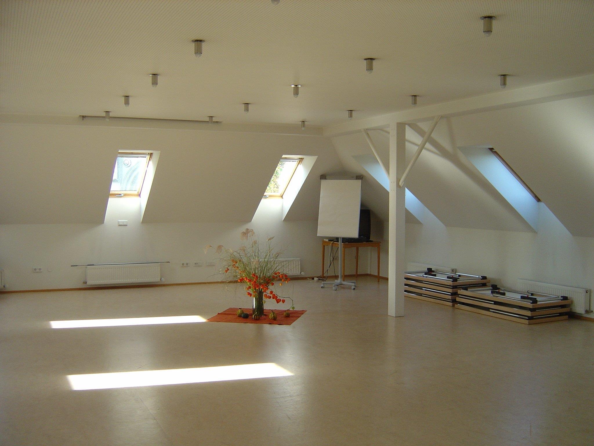 Raum für Bewegungsrunde, Pilates, Yoga...
