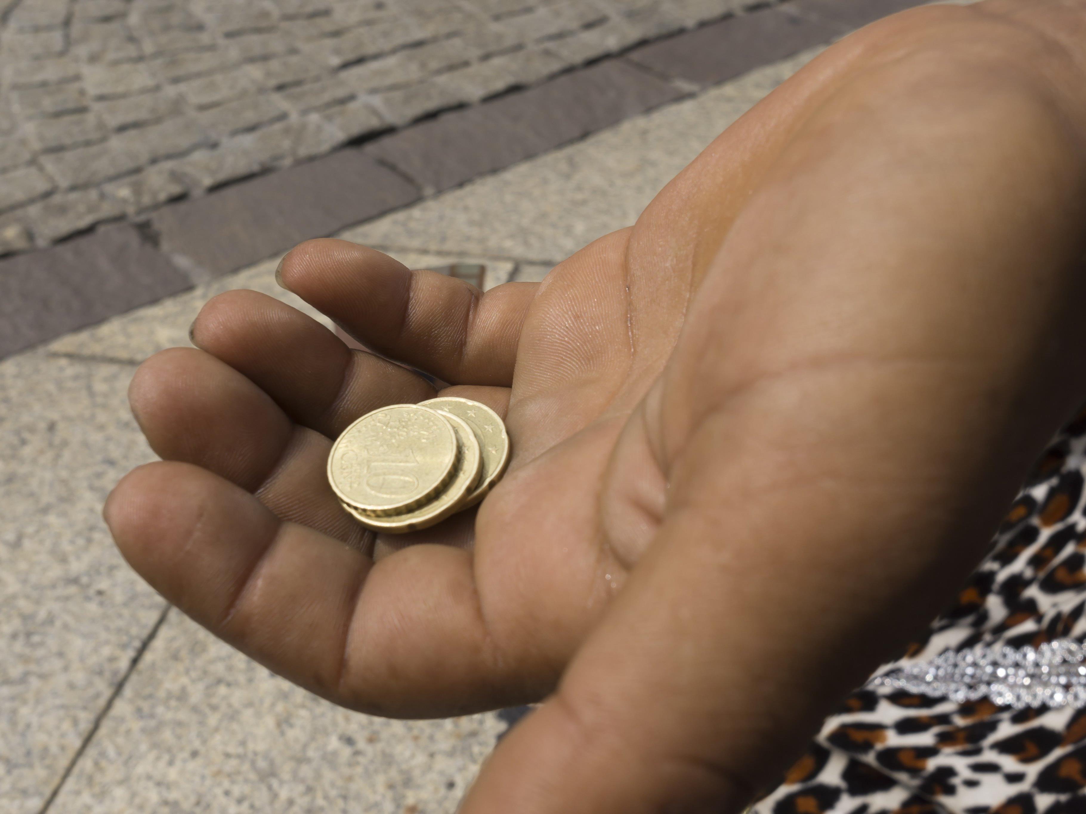 Sollte die Gesamtstrafe von 140 Euro nicht bezahlt werden, müsste eine Ersatzfreiheitsstrafe von insgesamt 132 Stunden verbüßt werden.