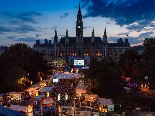 Am Wochenende feierten mehr als 20.000 Fußball-Begeisterte gemeinsam am Wiener Rathausplatz.