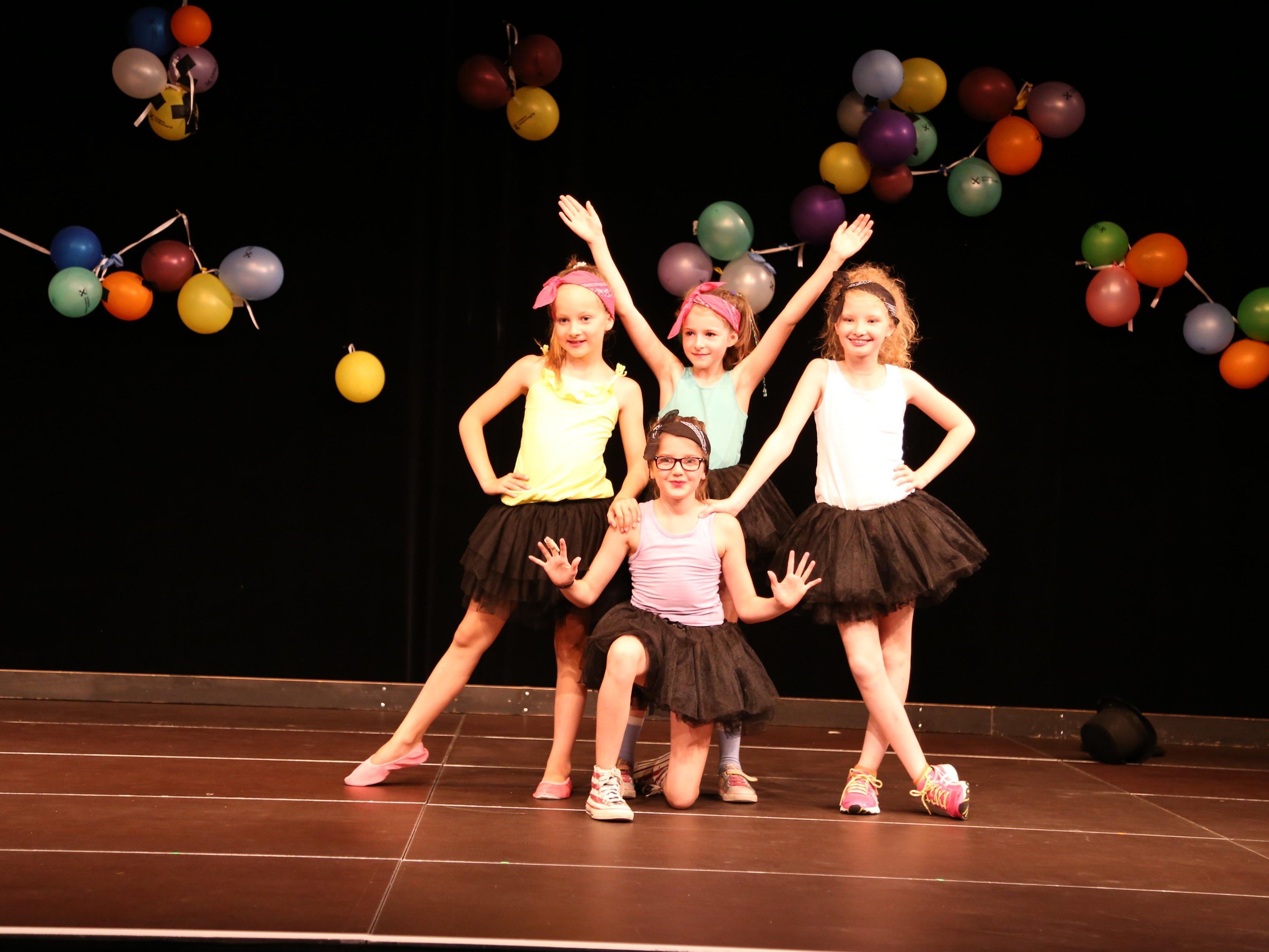 Groß und Klein auf einer Bühne – die Jumpies hatten sichtlich Spaß bei ihrer Vorführung im Pförtnerhaus.