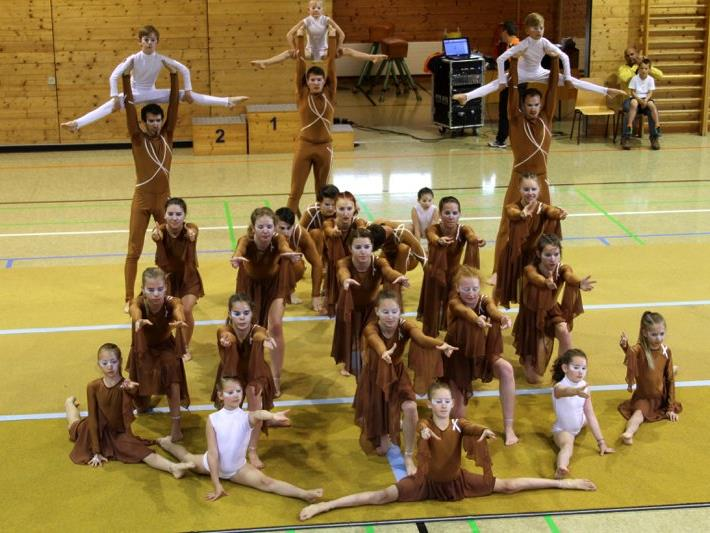 Die Akrobatik-Show-Gruppe NOVUS begeisterte das Publikum auf besonders faszinierende Art und Weise.