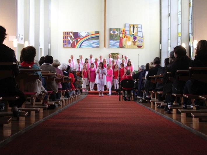 Ein musikalischer Genuss war das Gemeinschaftskonzert von zwei befreundeten Chören in der Pfarrkirche Nofels.