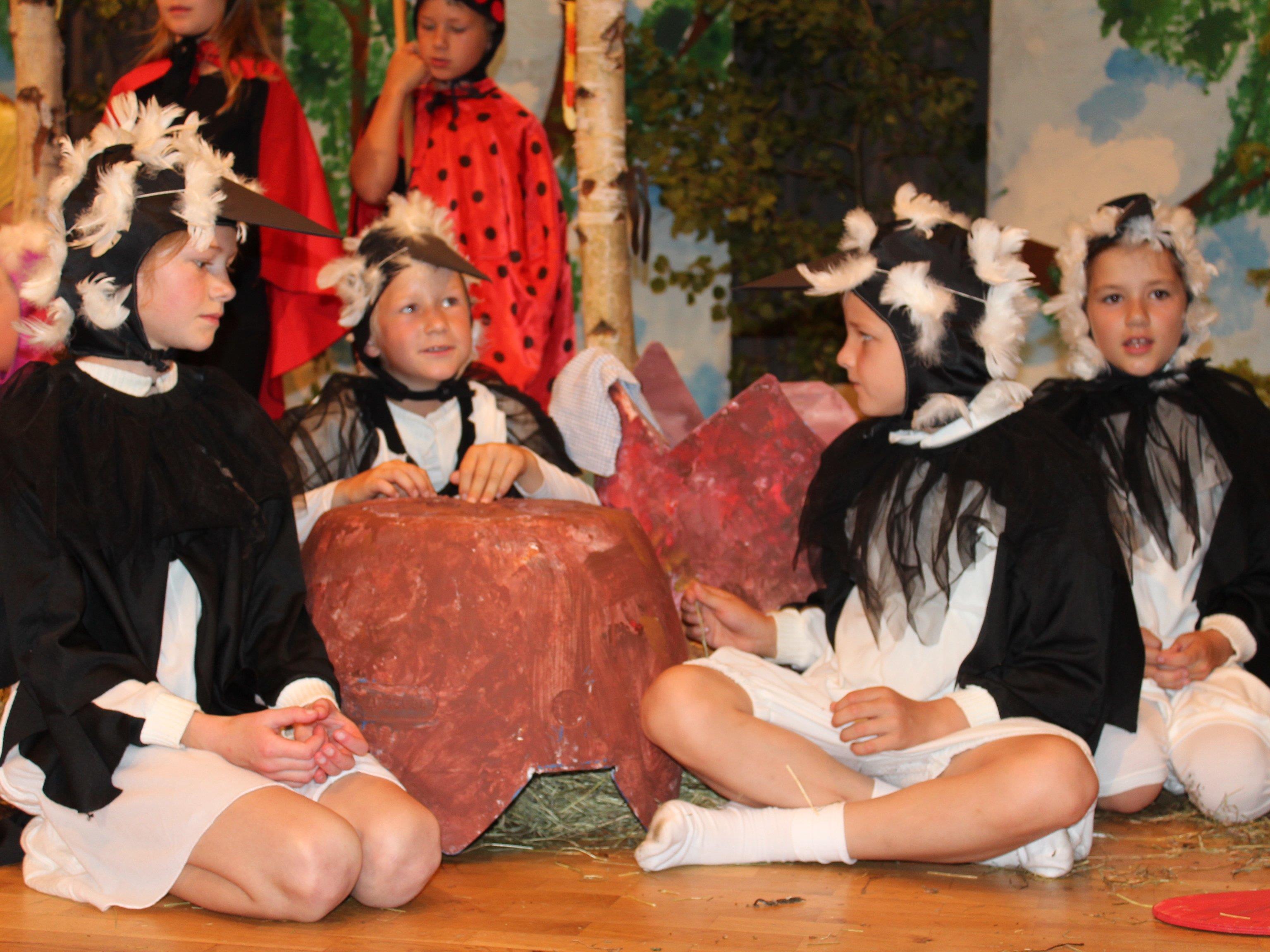 Die Kinder sangen und tanzten sich in die Herzen der Zuschauer.
