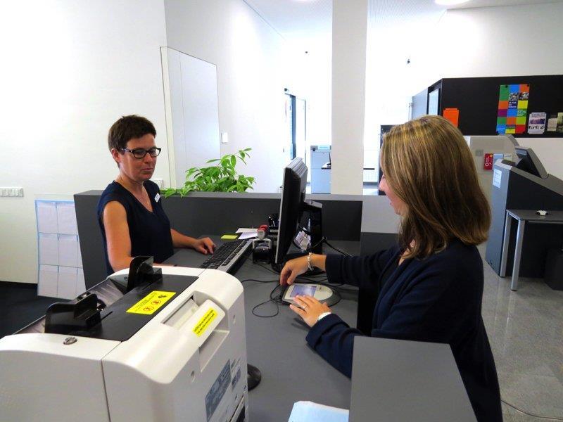 Der neue Kundenbereich in der Filiale in Nofels ist heller und geräumiger geworden.