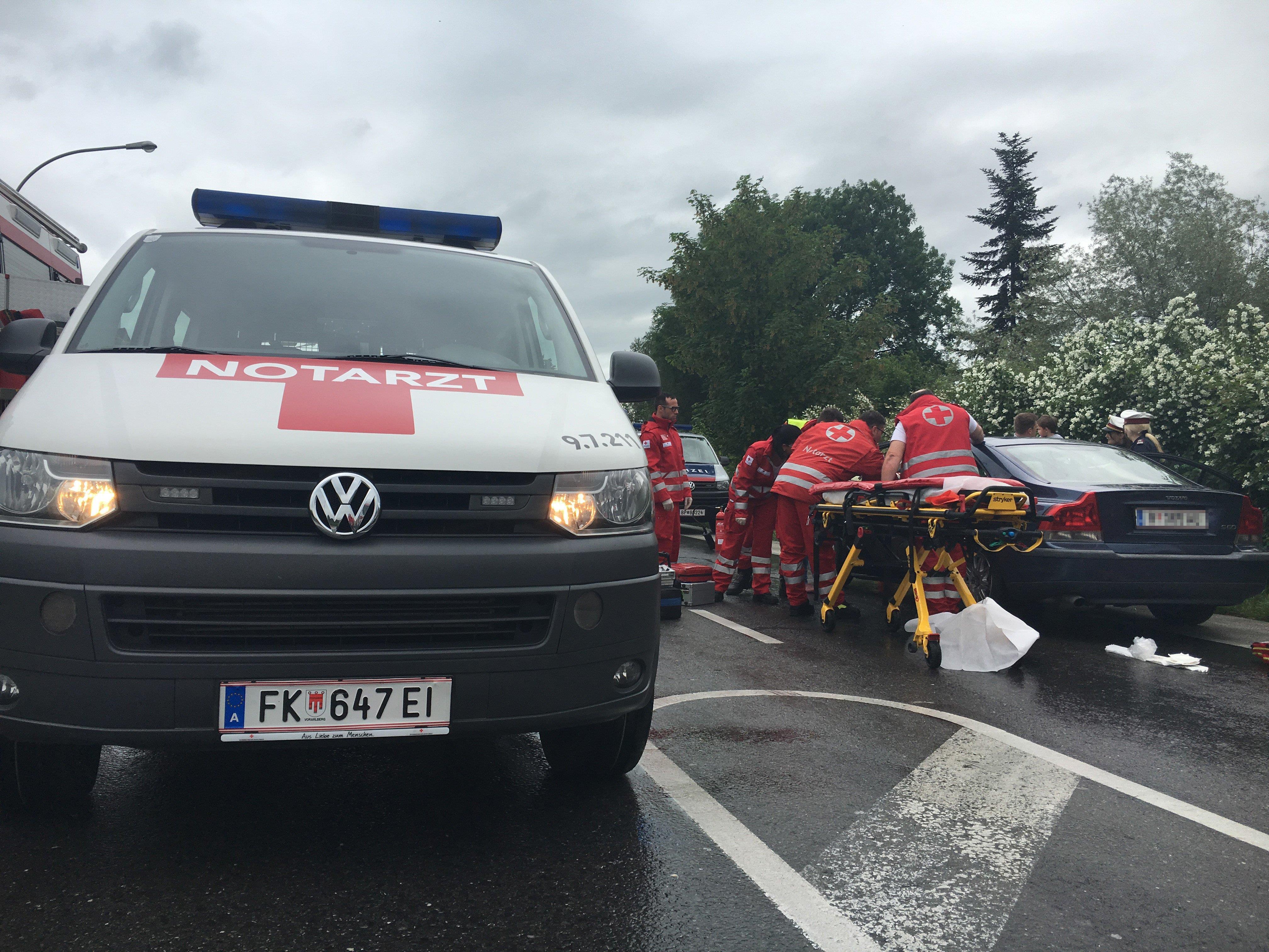 Die L202 ist in Fußach nach einem schweren Verkehrsunfall gesperrt.