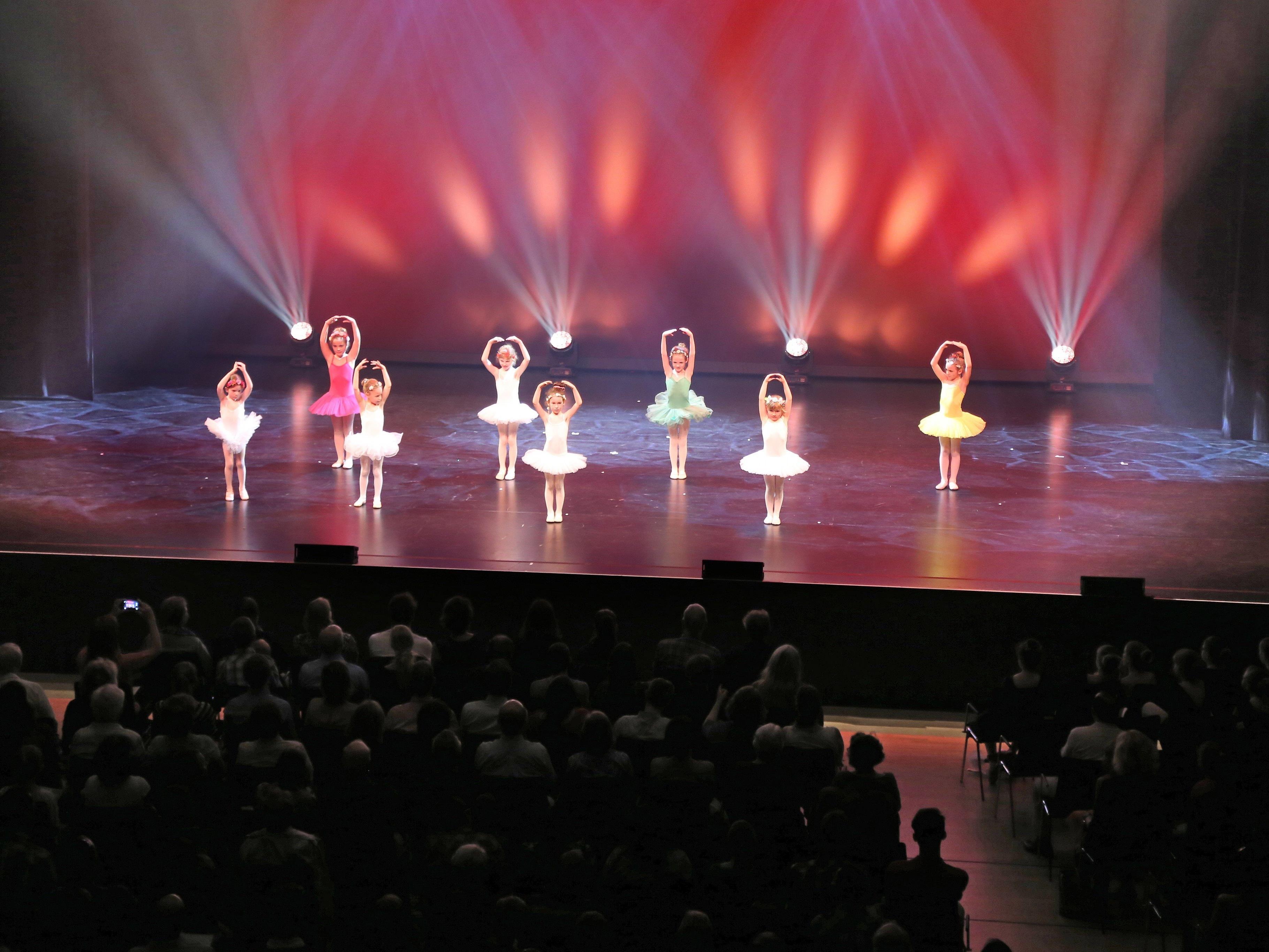 800 Gäste folgten der Einladung der Musikschule zur Tanzaufführung 2016 ins Montforthaus.
