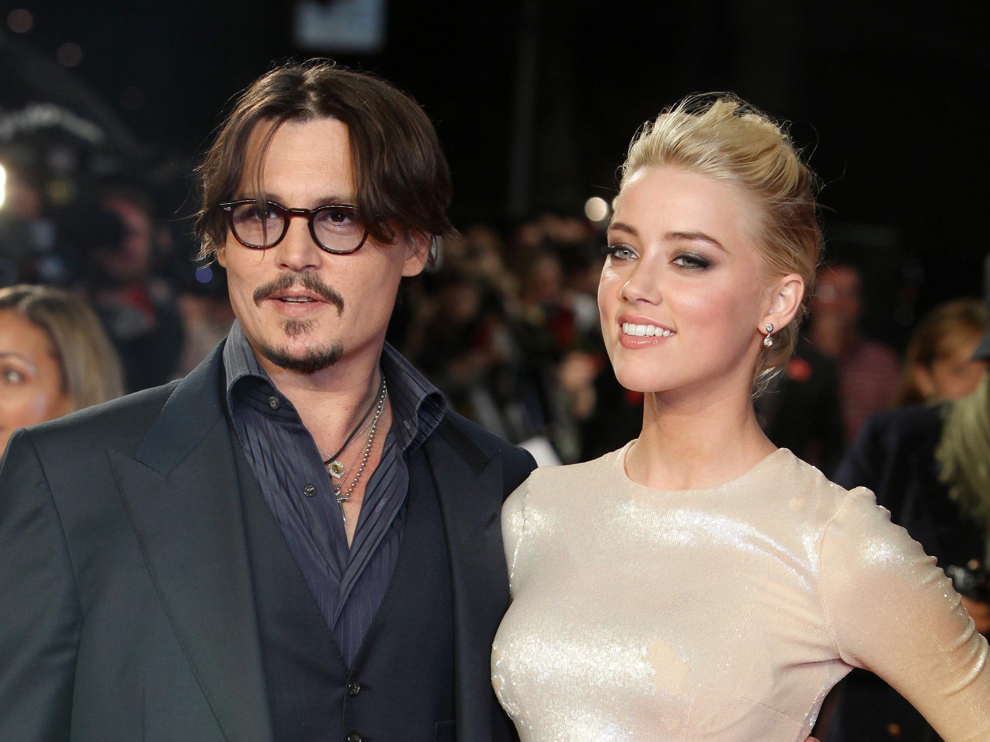 """Amber Heard beklagt """"Jahre körperlicher und psychologischer Gewalt"""" durch Hollywood-Star."""