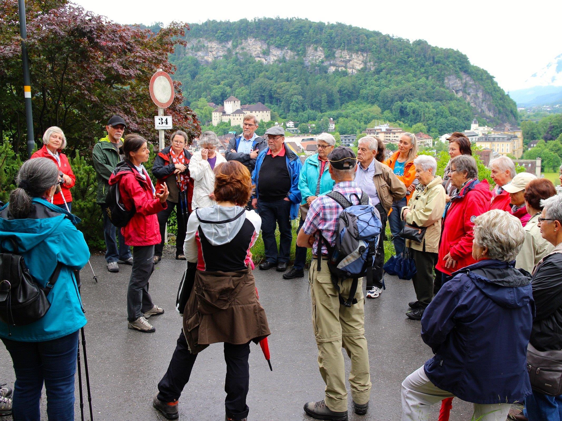Die geführte Wanderung zum Feldkircher Naturjuwel am Margarethenkapf stieß auf großes Interesse bei den Seniorinnen.
