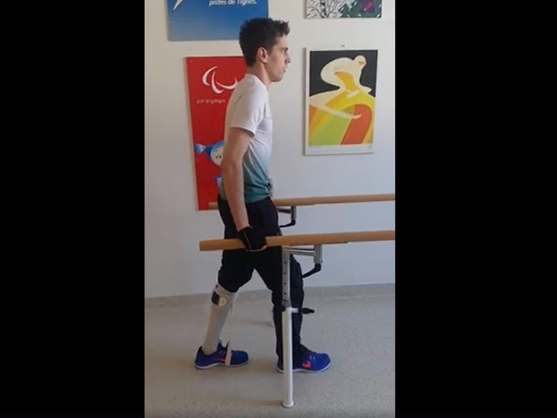 Lukas Müller hat seine ersten Schritte nach dem Sturz am Kulm auf Video gebannt.