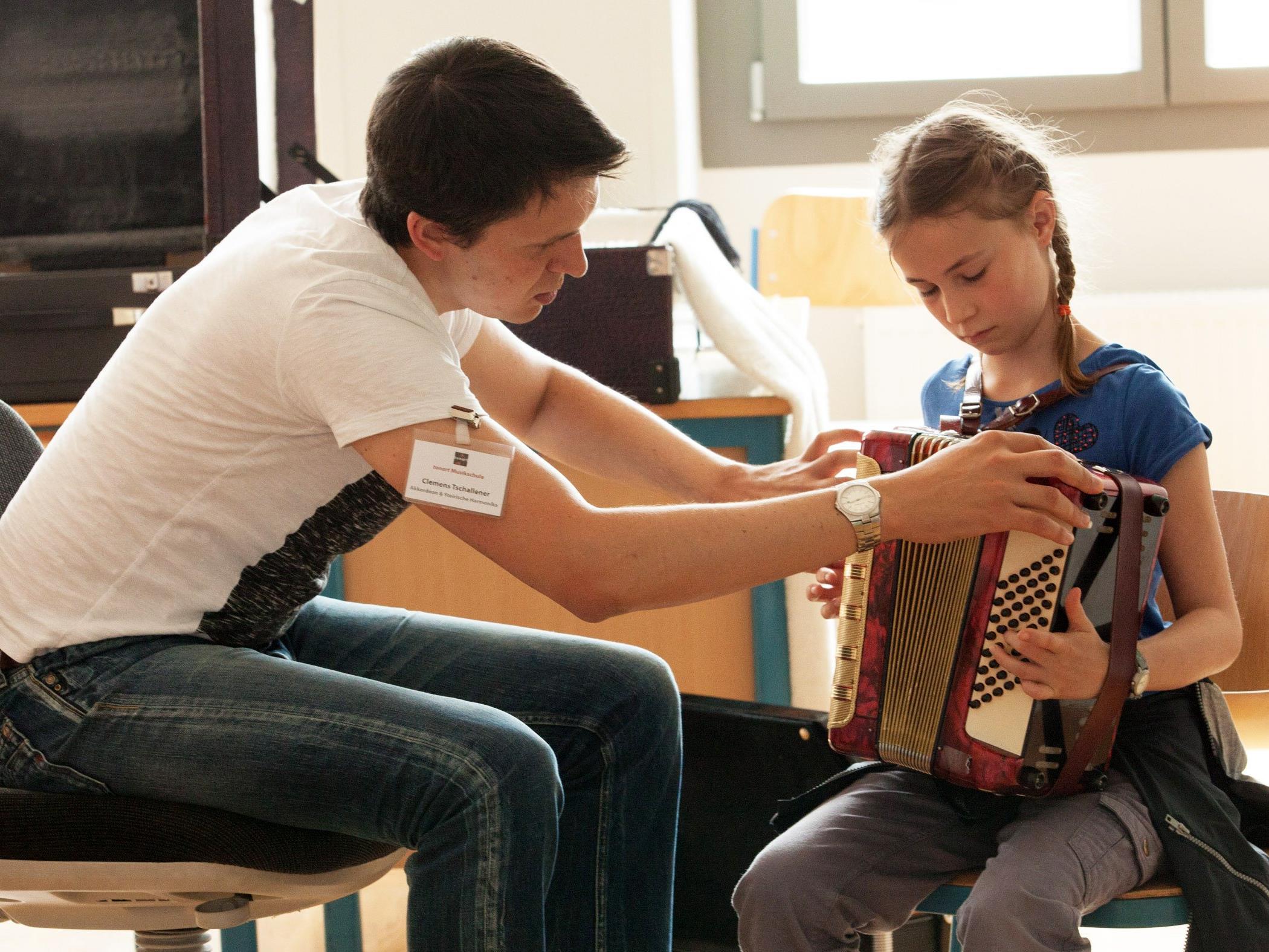 Musikinteressierte jeden Alters konnten die Instrumente der tonart Musikschule selbst ausprobieren.