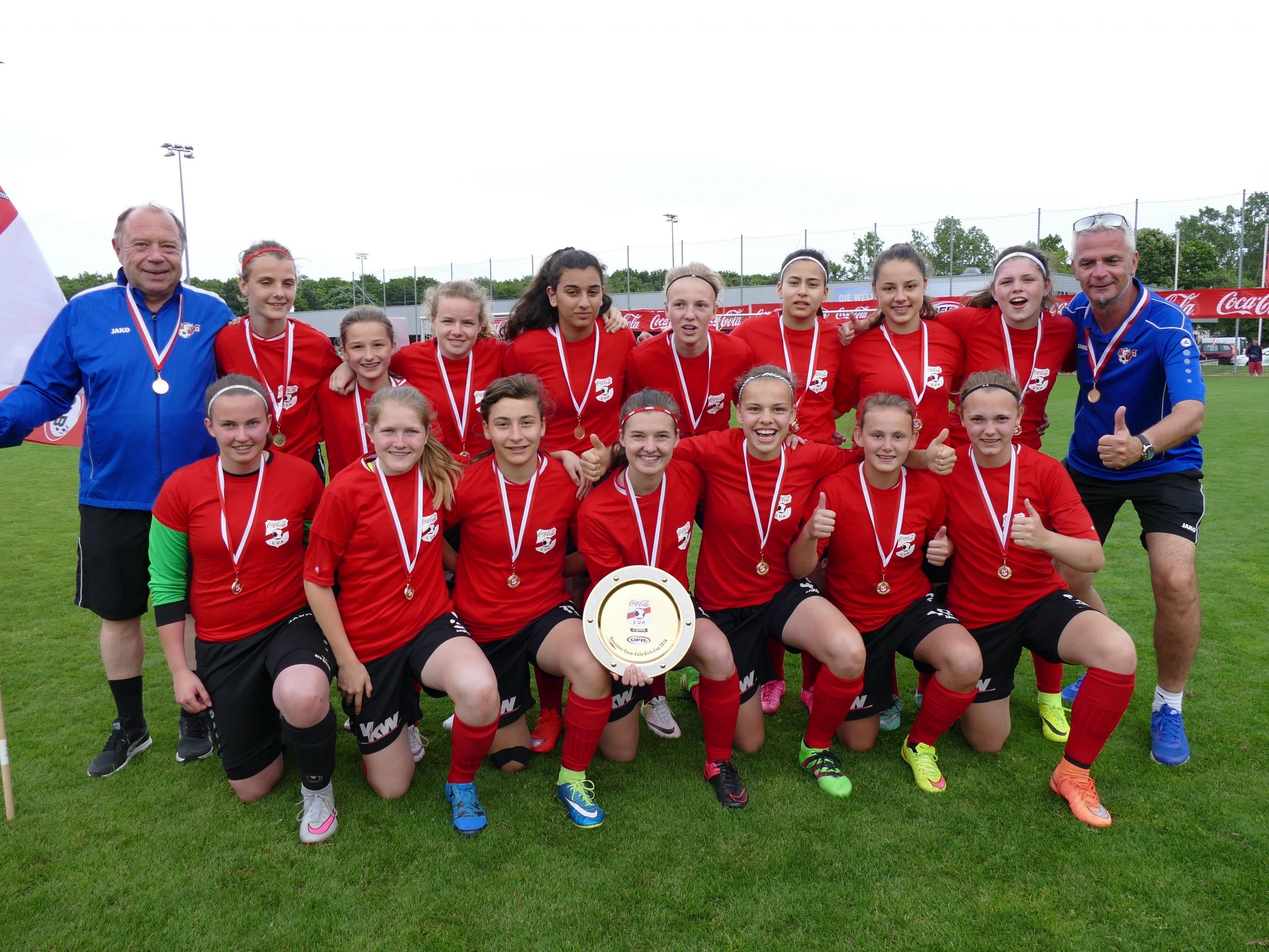 Großer Jubel bei den Vorarlberger Mädchen, die sich den 1. Rang beim Coca Cola Girls Cup sicherten.