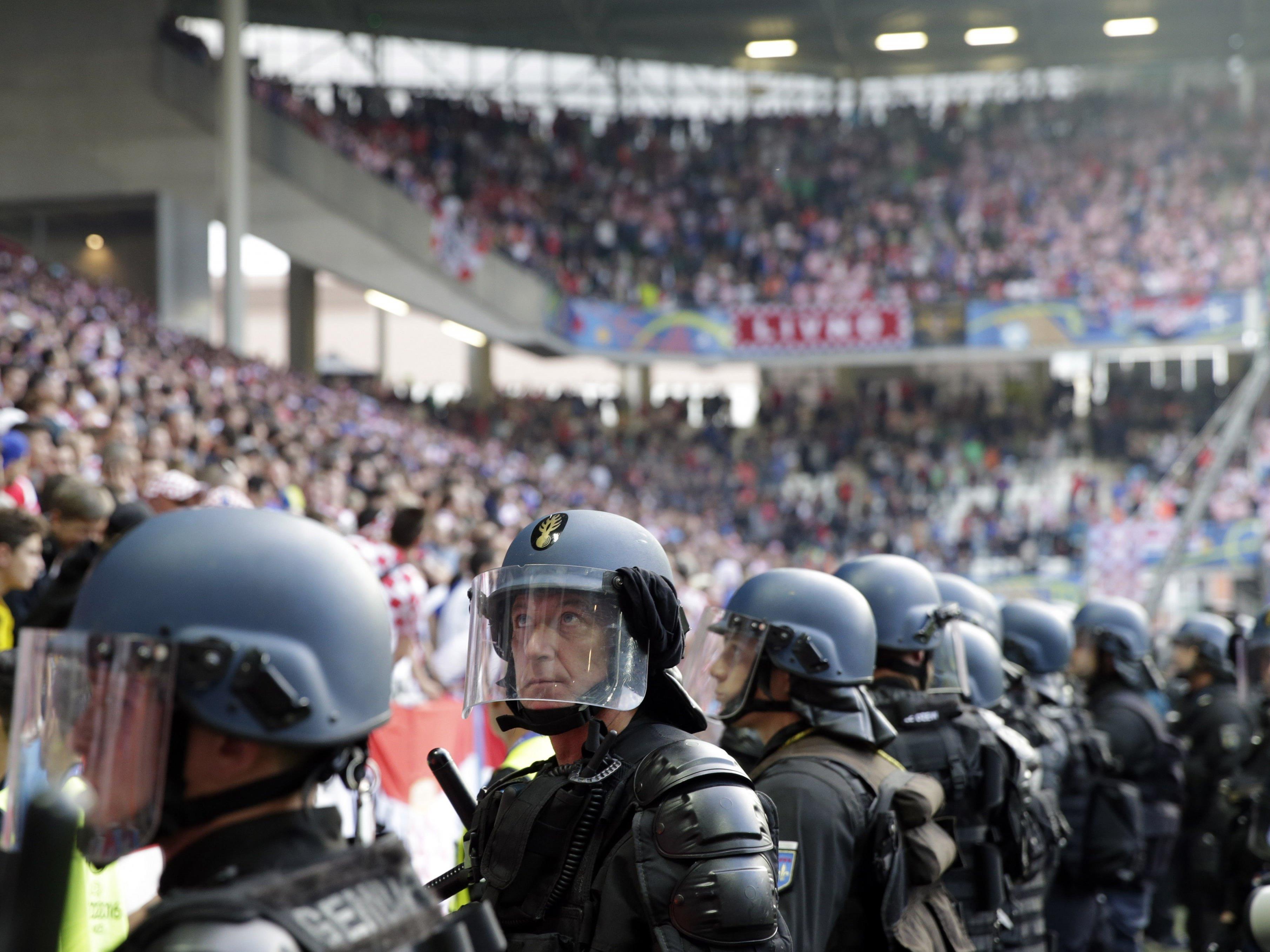 Nach den Fan-Randalen der Kroaten droht nun eine empfindliche Strafe.