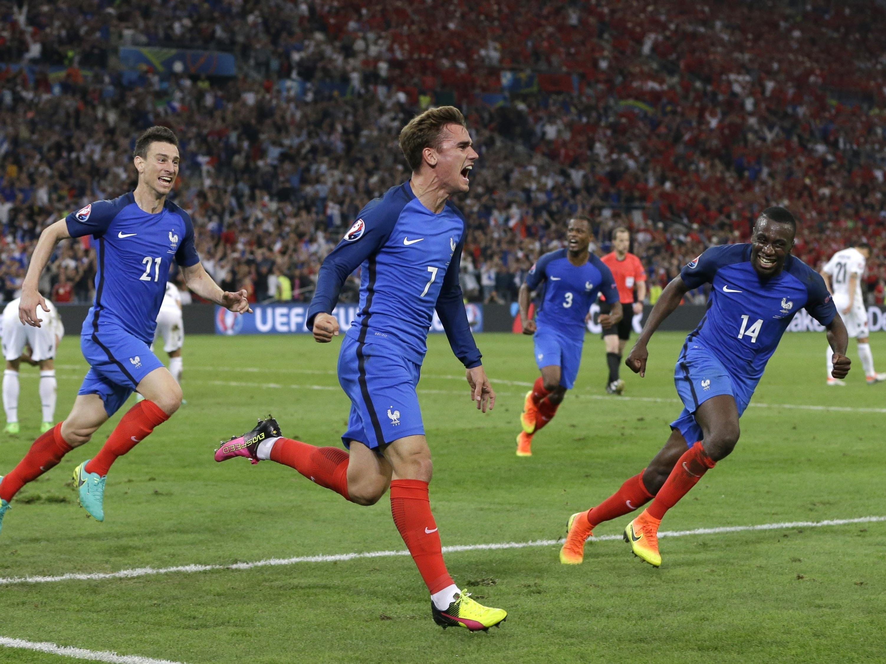 Frankreich sicherte sich mit zwei Last-Minute-Toren den Sieg über Albanien.