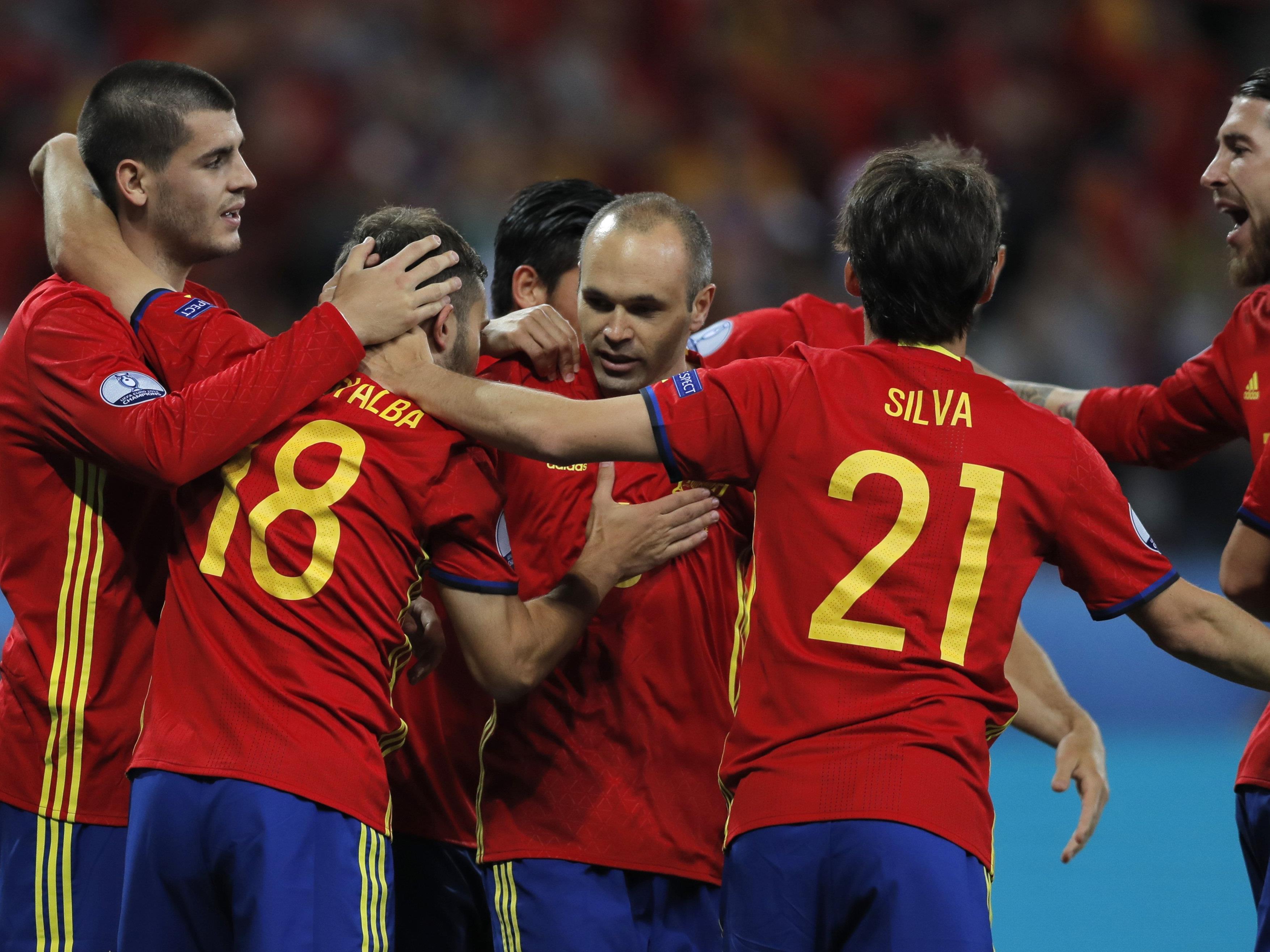 Spanien feierte einen 3:0-Sieg über die Türkei und stürmt ins Achtelfinale.
