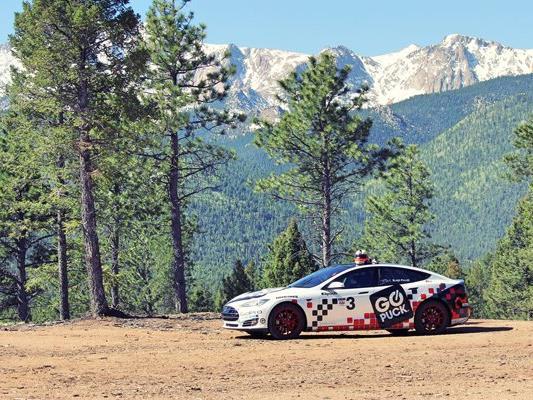 Blake Fuller legte beim Pikes Peak Race im Tesla Modell S eine Rekordzeit für Serienelektorautos hin.