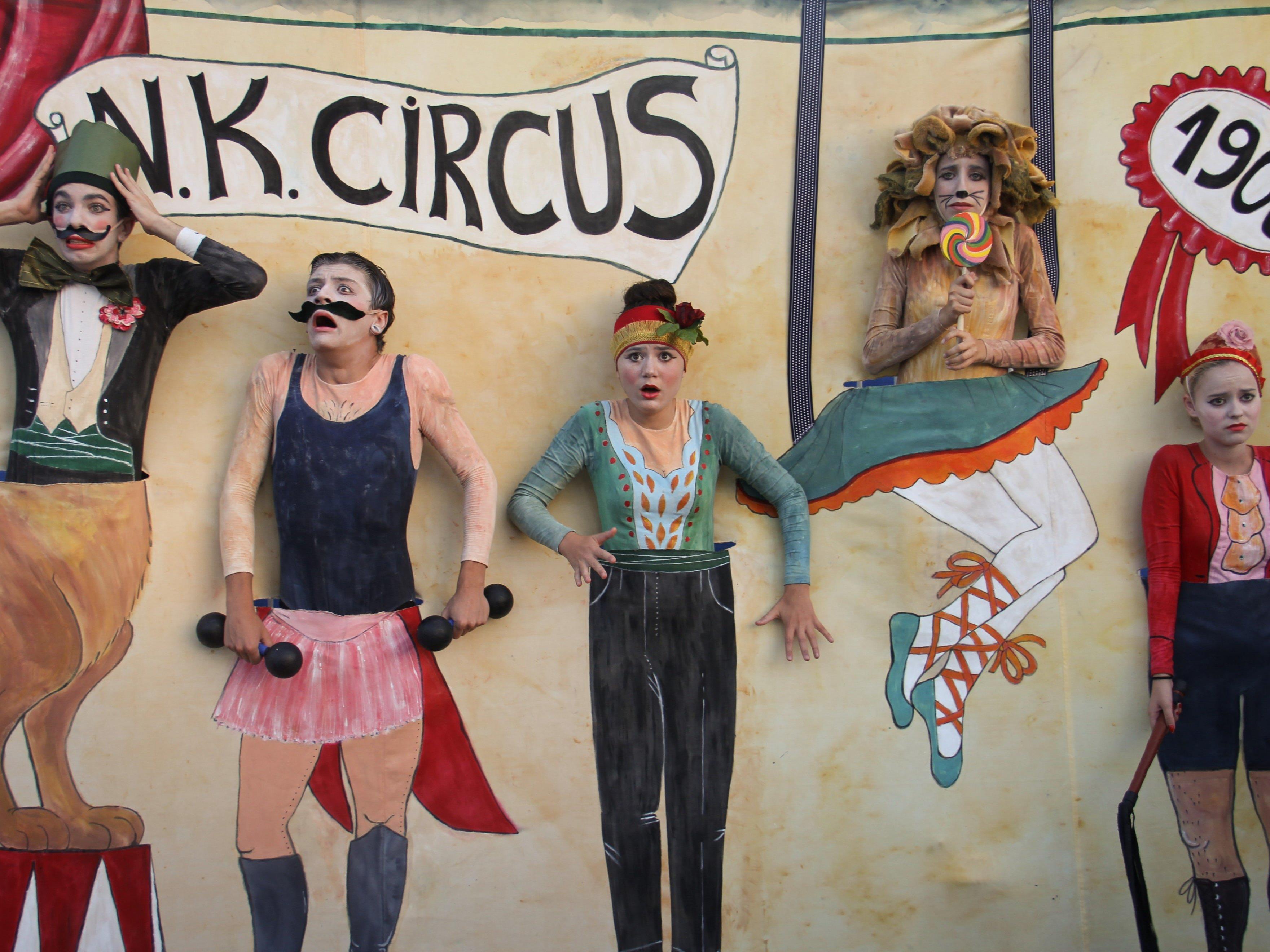 """Straßentheatergruppe aus Israel mit dem Stück """"Circus"""""""