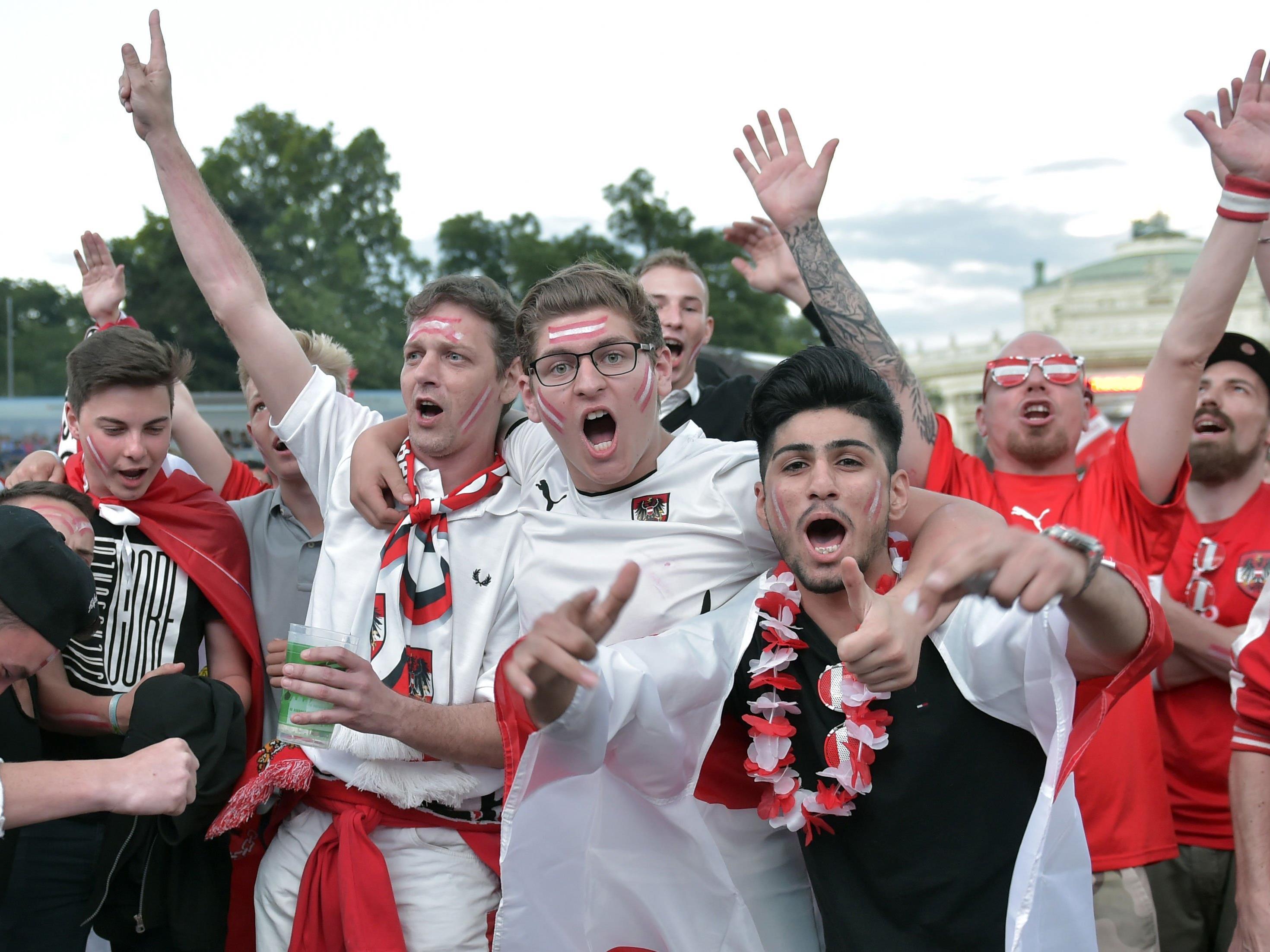 Die Fans der österreichischen Nationalmannschaft jubelten als hätte es einen Sieg gegeben.