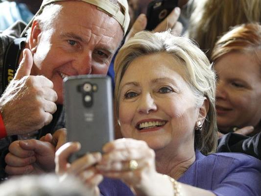 Ob sich die US-amerikanische Präsidentschaftskandidatin Hillary Clinton vor den Folgen von Selfies fürchtet?