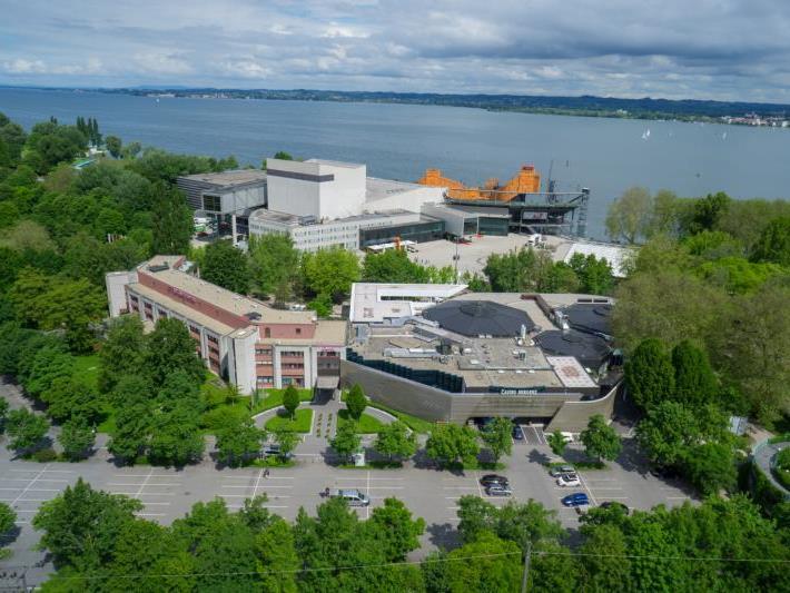 Das Hotel Mercure liegt in nächster Nachbarschaft zum Casino, den Festspielen und dem See.