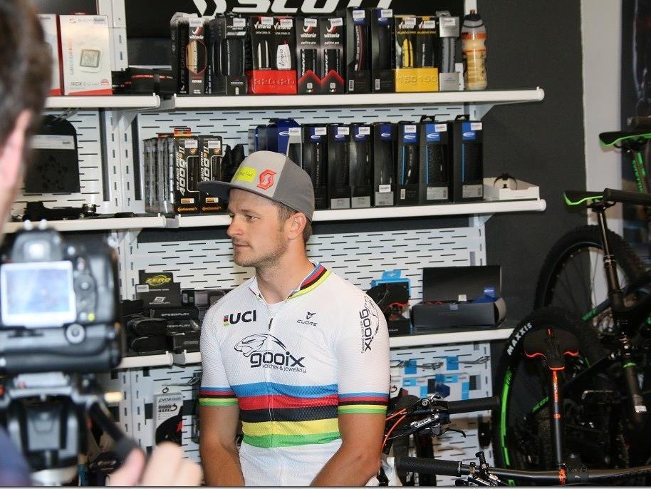 Welt- und Europameister Daniel Federspiel zu Besuch bei Bike Works