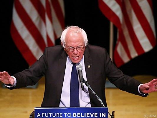 Sanders will Clinton zum Präsidentenamt verhelfen