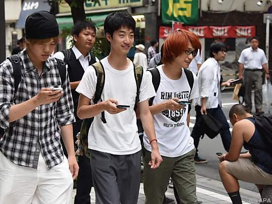 Die japanische Regierung mahnte vor smartphonebedingten Unfällen