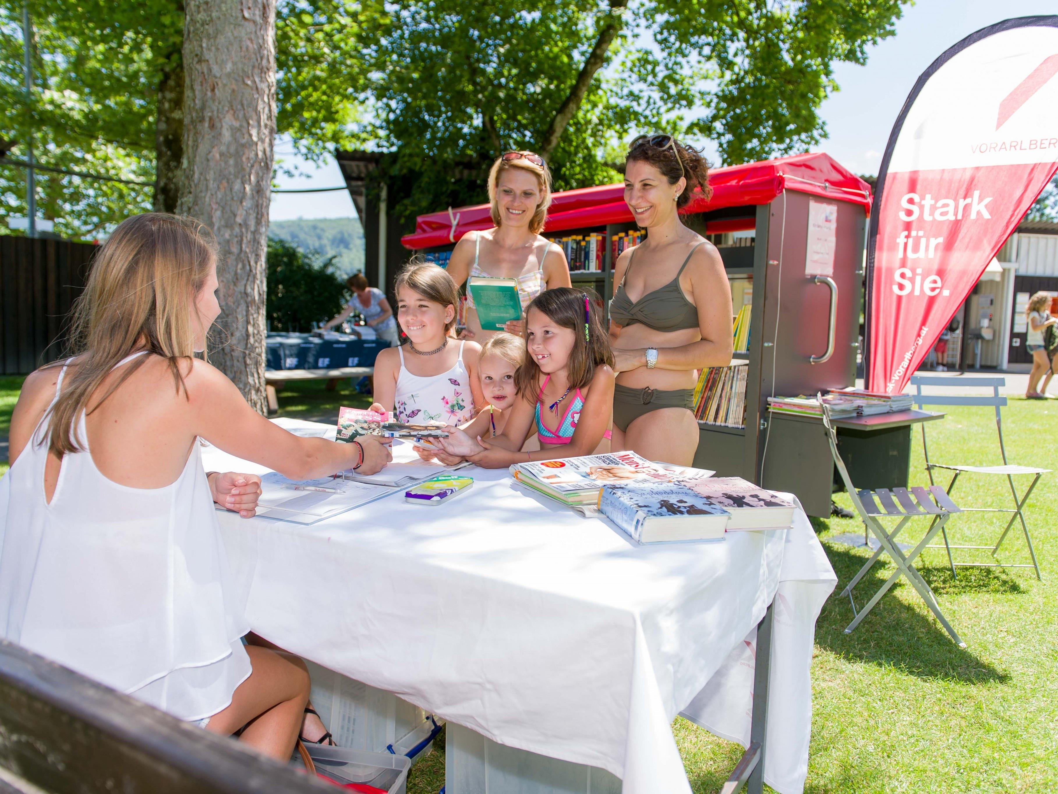 AK-Bade-Buch: Sommerlicher Lesespaß für Kinder und Erwachsene, täglich im Waldbad Feldkirch.