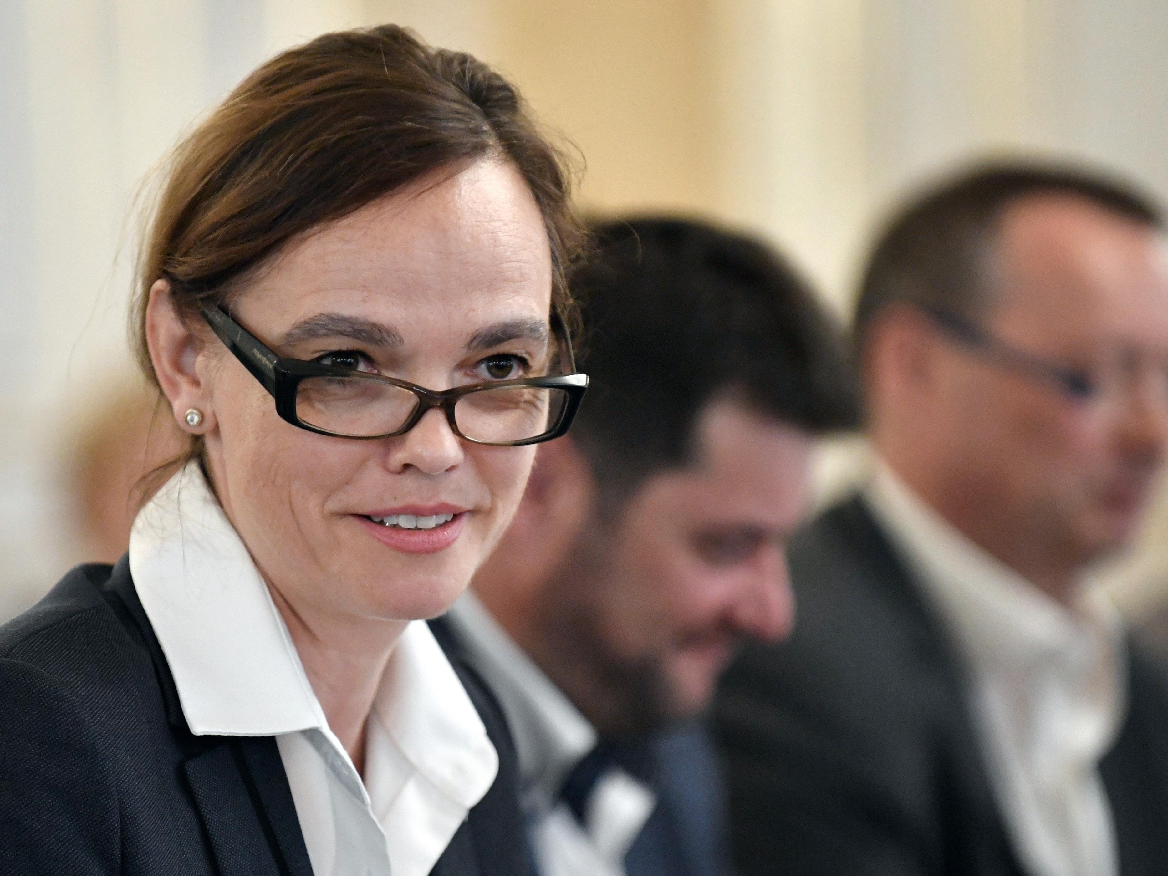 Die Pflichtschullehrergewerkschaft gab Bildungsministerin Sonja Hammerschmid (SPÖ) die Forderung nach einem Zwei-Lehrer-System mit auf den Weg nach Wien.