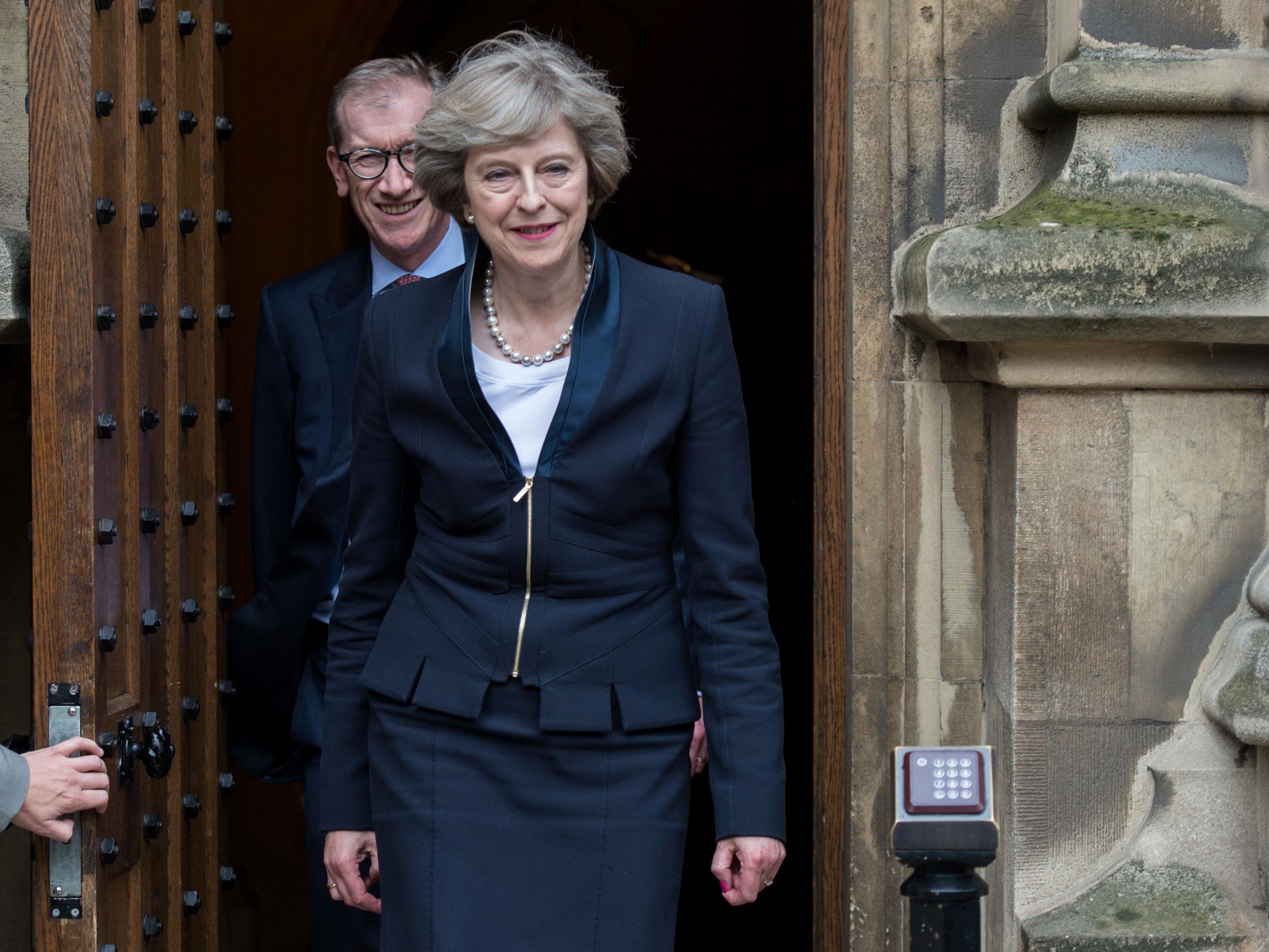 Glauben Sie, dass die neue britische Premierministerin Theresa May ihr Land bald aus der EU hinausführen wird?