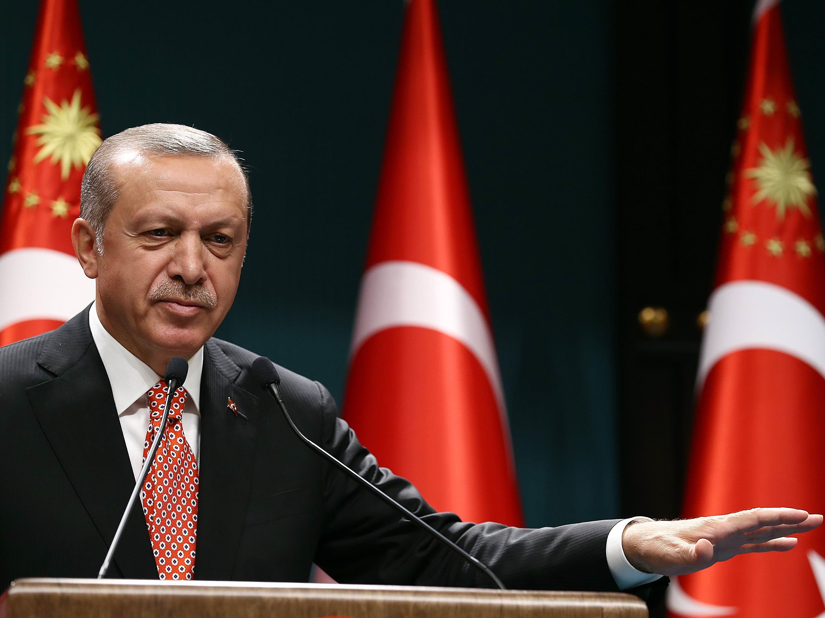 USA sehen Kampf gegen IS behindert - Türkische Opposition warnt vor Hexenjagd.