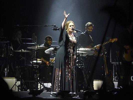 """Adeles Song """"Hello"""" klingt auf einmal ganz anders, wenn man den Text durch den Google Übersetzer jagt."""