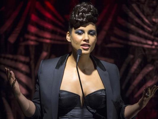 Alicia Keys und andere dunkelhäutige Prominente haben ein bewegendes Video veröffentlicht.