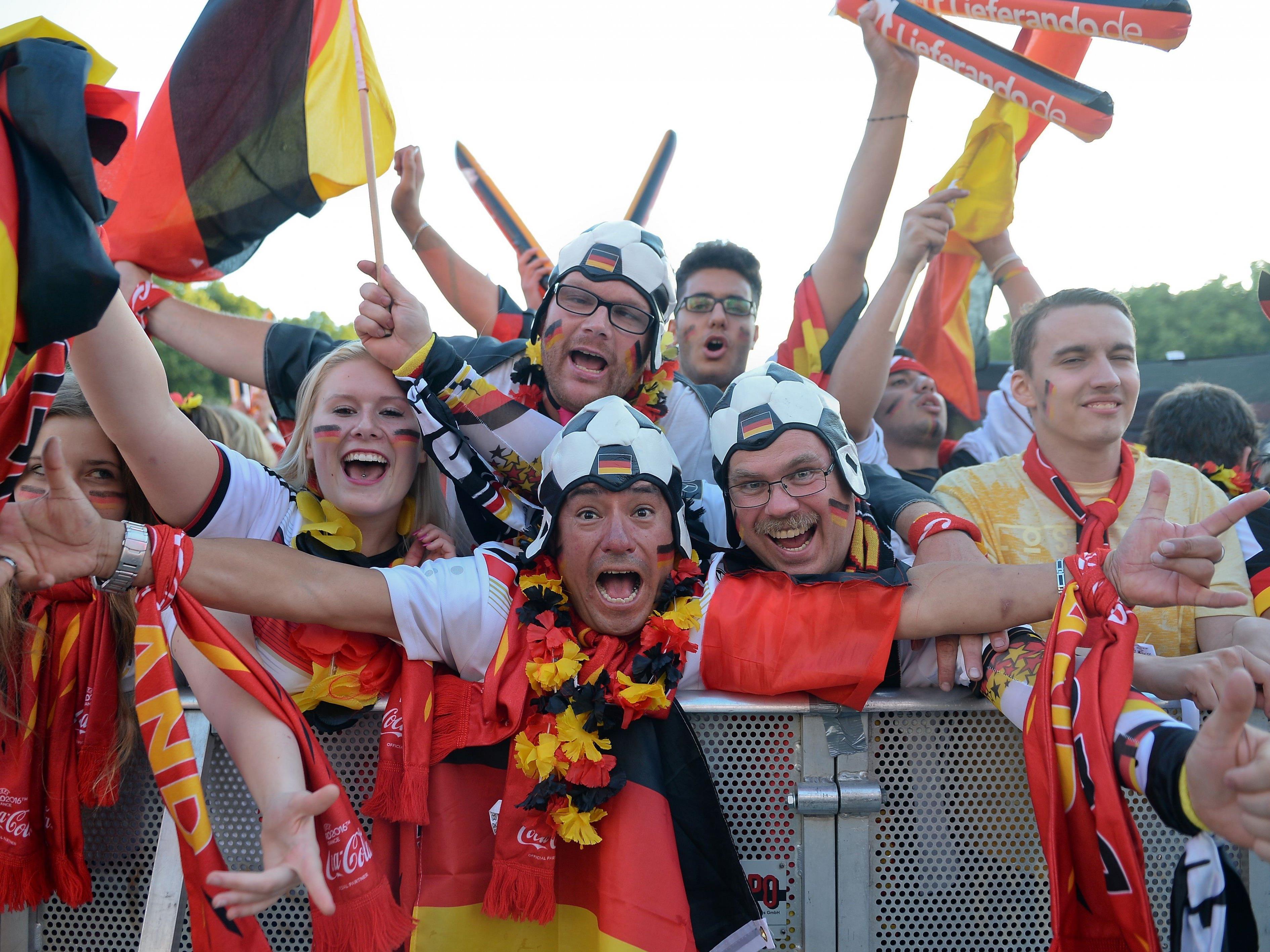 Deutsche Fans feiern in Berlin.