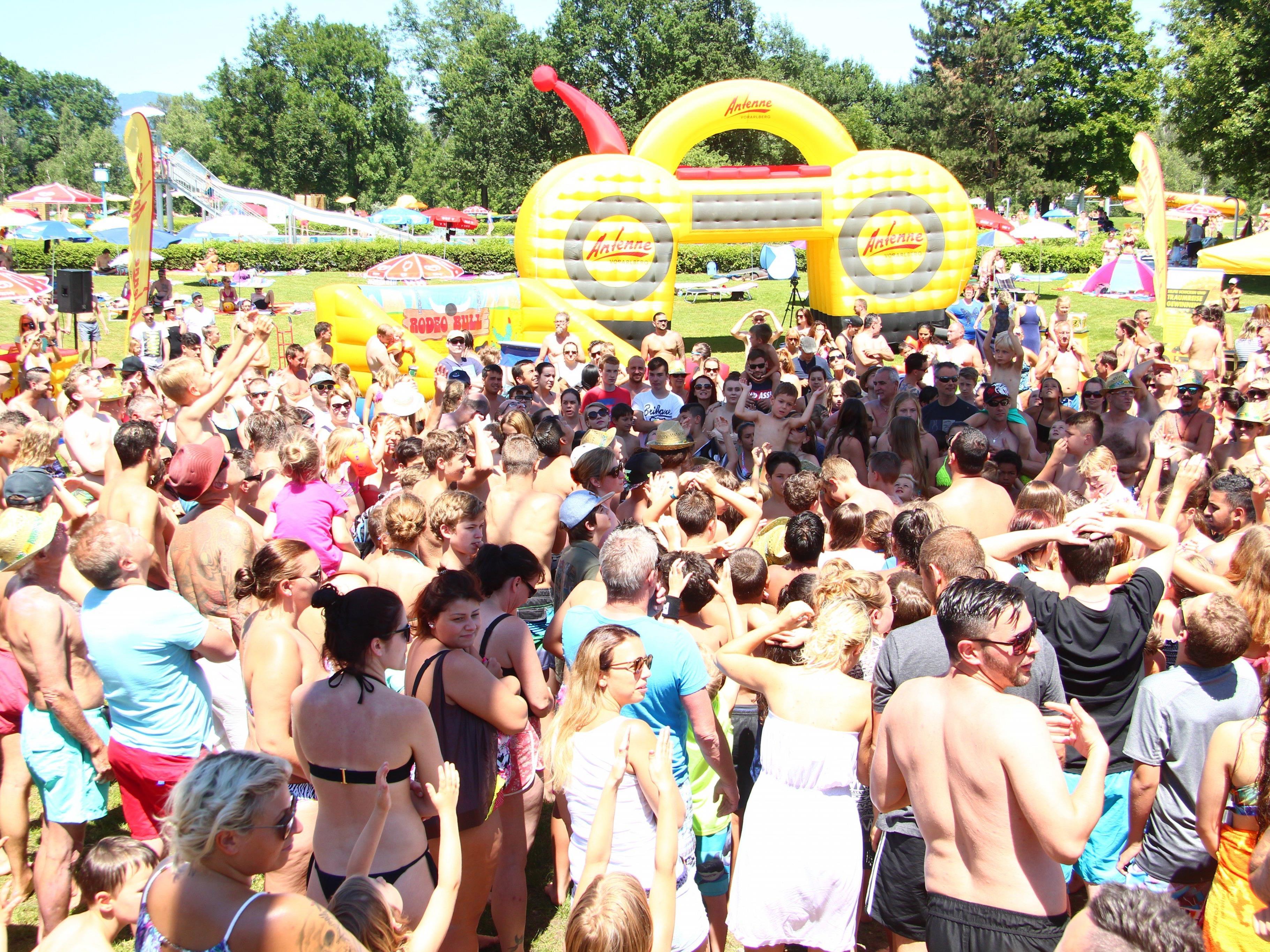 Hunderte waren beim Antenne Badespaß dabei.